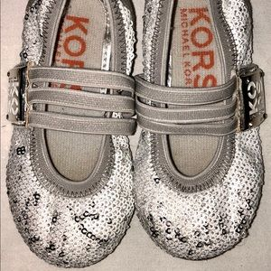 Michael Kors toddler size 7 Delilah Velcro shoes